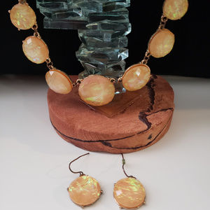 Jewelry - Iridescent peach and gold necklace and earring set